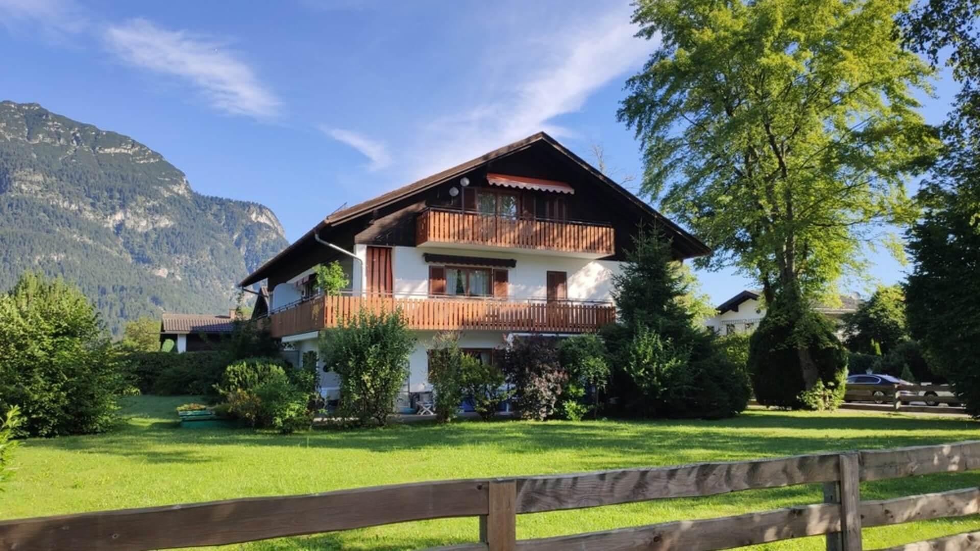 Zentrale Lage: Ski-Gebiet und Ortszentrum von Garmisch-Partenkirchen in wenigen Minuten zu Fuß zu erreichen!